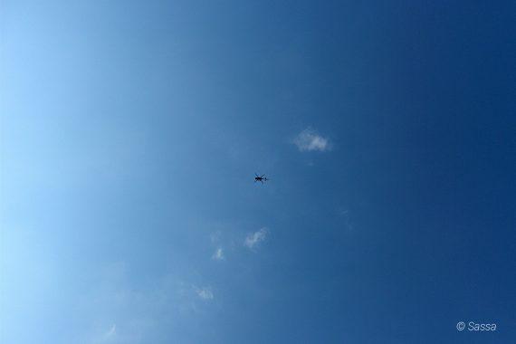 Naturschauspiel Hubschrauber am Himmel