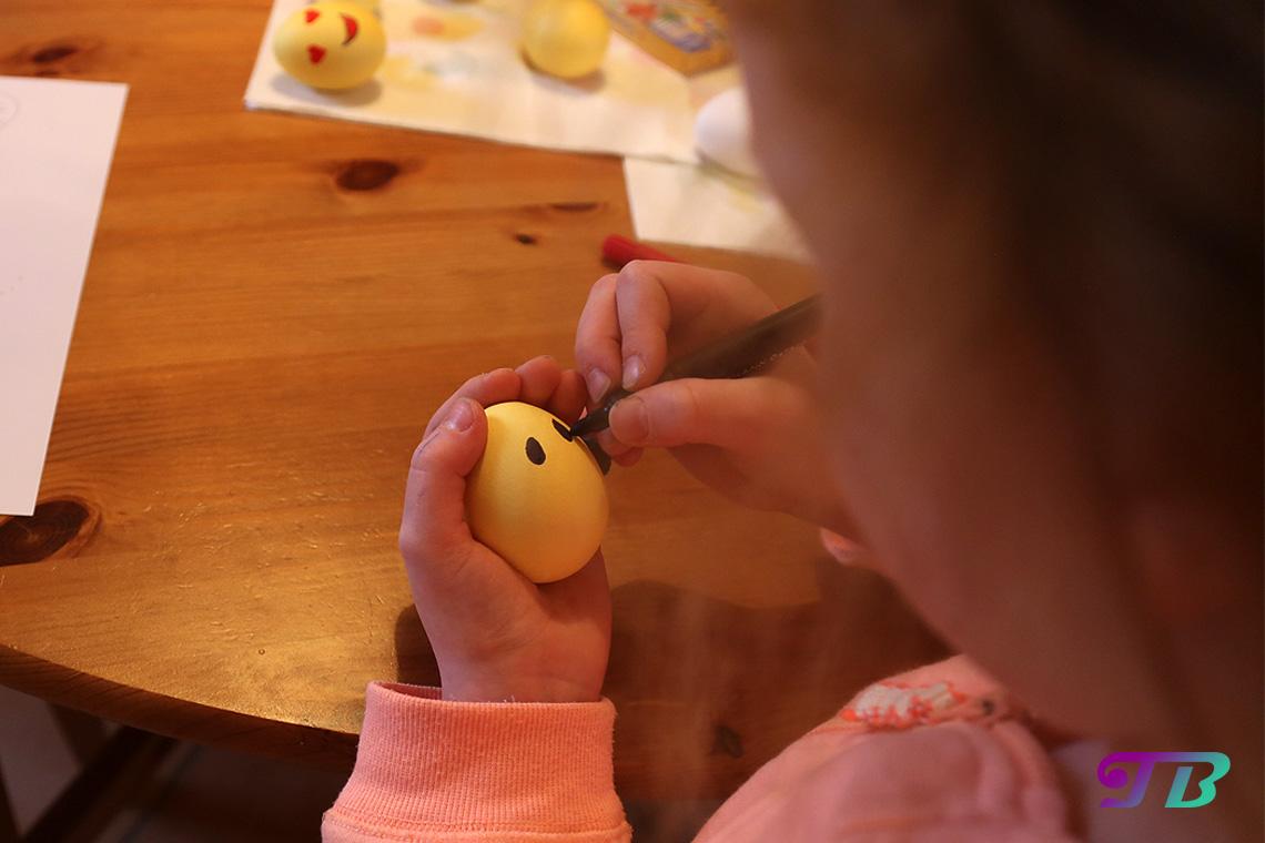 Ostereier Ei Augen anmalen