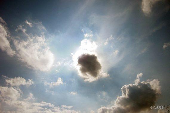 Naturschauspiel Sonne Wolken Versteckspiel