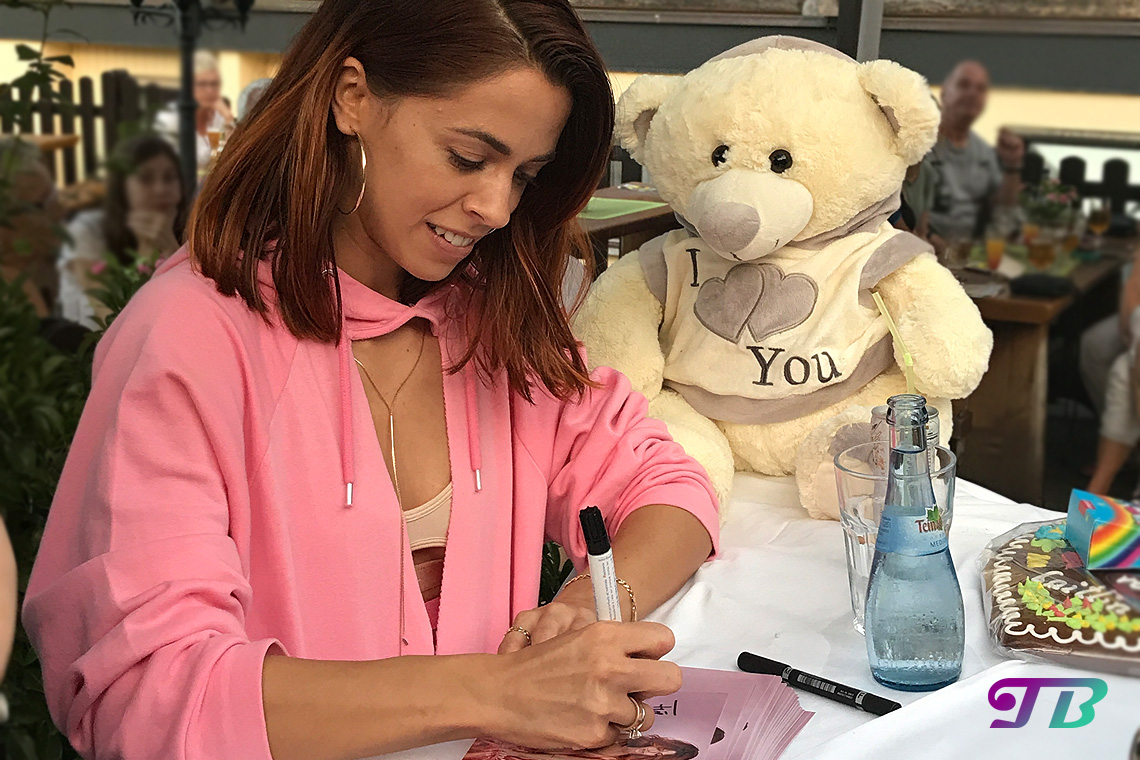 Vanessa Mai Autogrammstunde Sonnenhof Kleinaspach