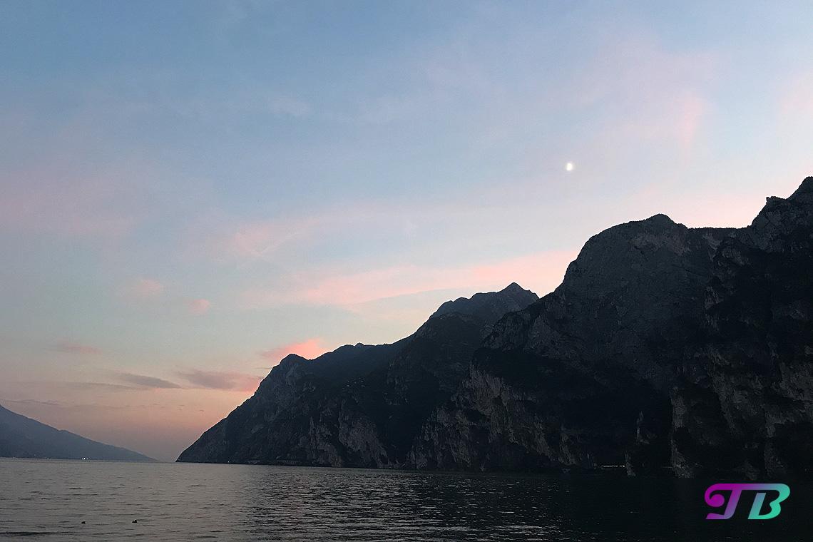 Italien Gardasee Riva Abendsonne Berge
