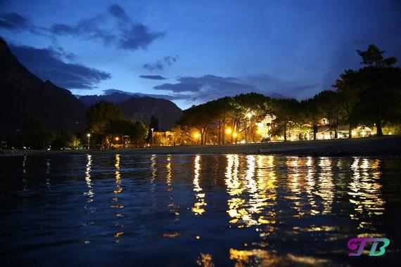 Italien Gardasee Riva Strand Abend Beleuchtung