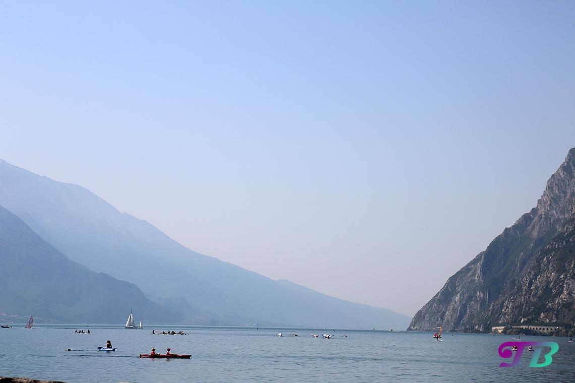Italien Gardasee Riva SUP Surfer