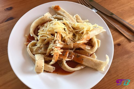 Weltnudeltag DIY Nudeln mit Tomatensauce Guten Appetit