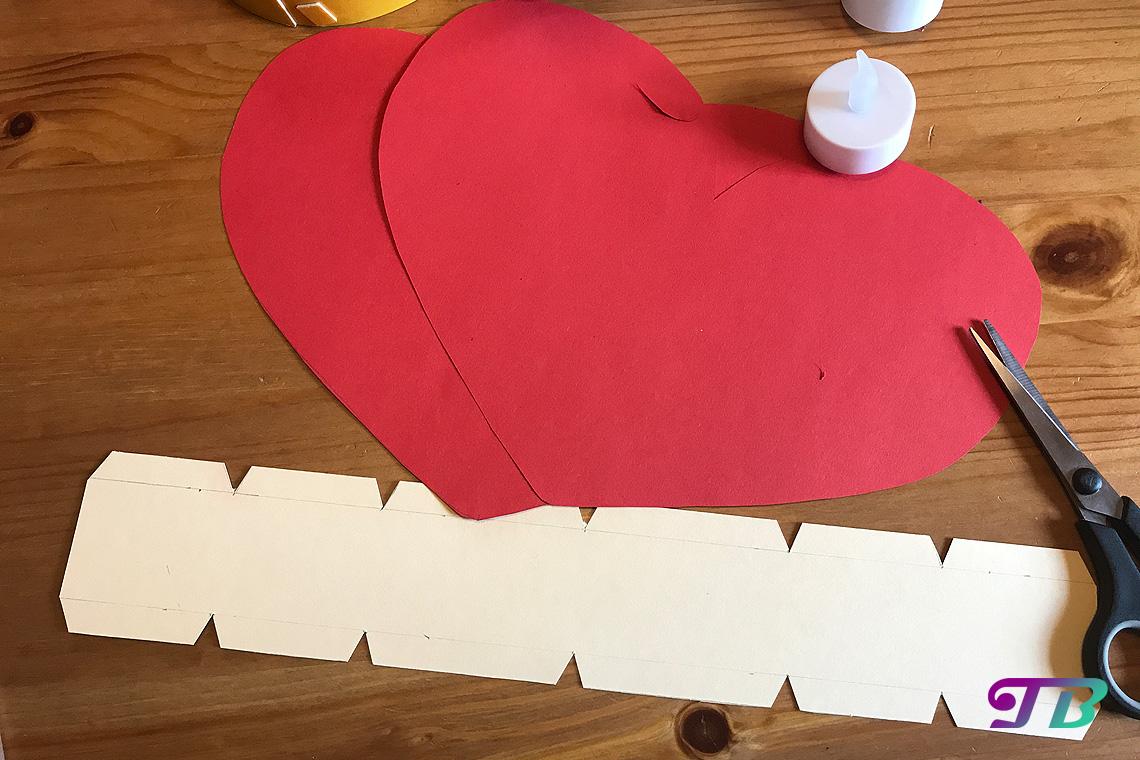 DIY Lastminute Lampion Herz Streifen ausschneiden