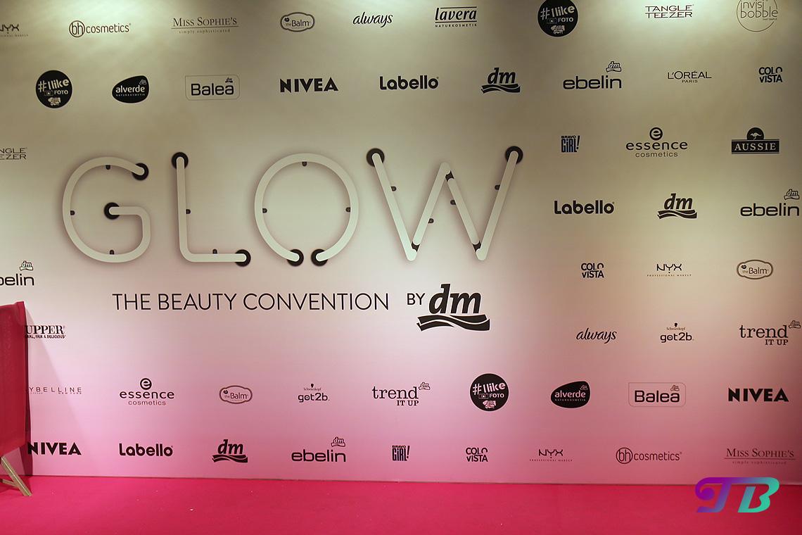 GLOW by dm Berlin GLOWcon Pink Carpet