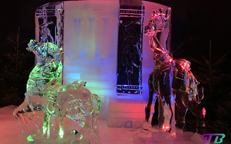 Eiswelt Dresden Eis Weihnachtskarussell Pferde