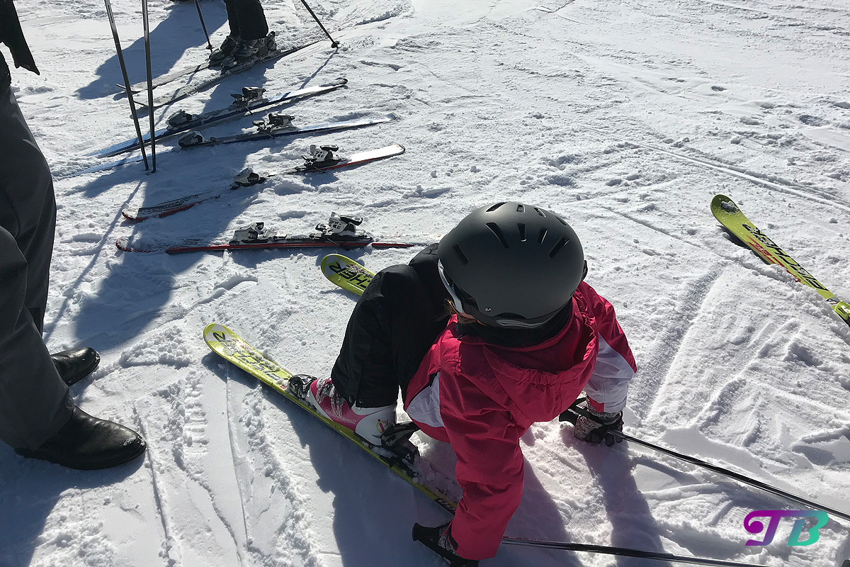 Skifahren Ausrüstung Ski Helm Brille Fichtelberg