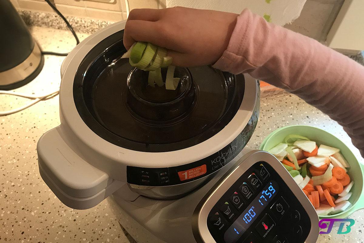 Kartoffelsuppe Prep & Cook Gemüse hinzufügen
