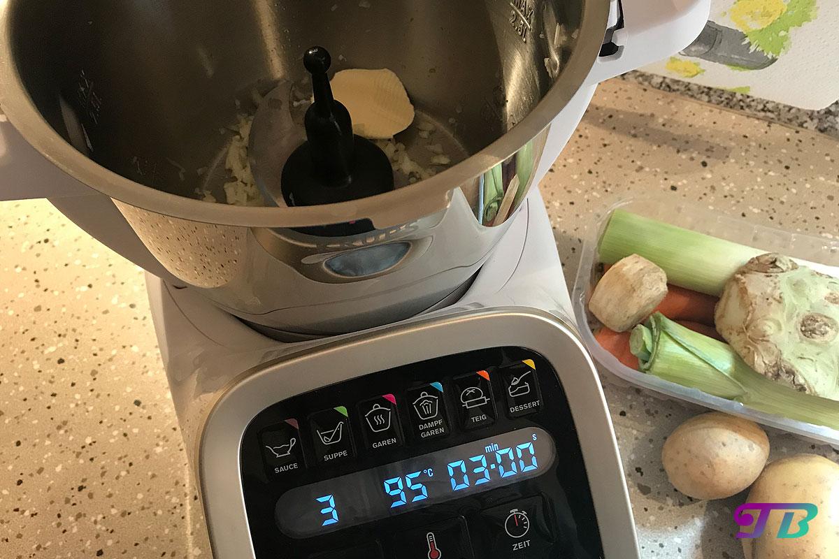 Kartoffelsuppe Prep & Cook Zwiebel dünsten