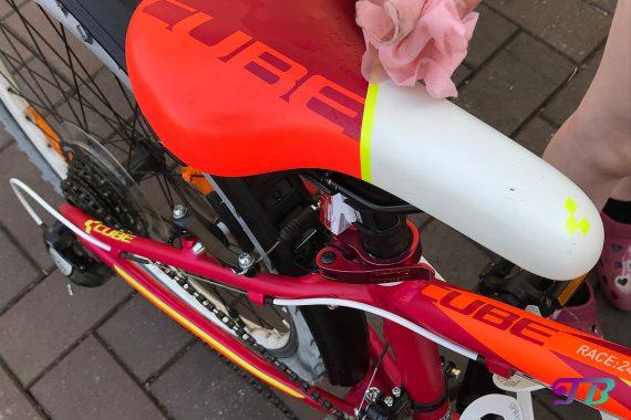 Fahrrad Tour Sattel putzen frühlingsfit