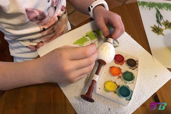 Ostern Eier färben malen Wachs-Batik Ei Halterung tupfen