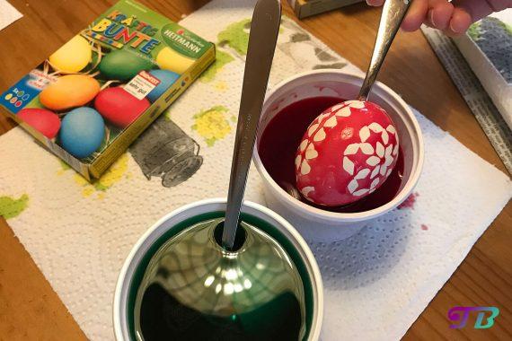 Ostern Eier färben malen Wachs-Batik Kaltfarbe Ergebnis