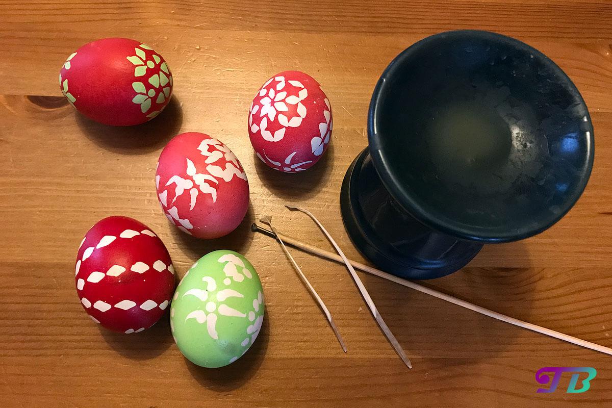 Ostern Eier färben malen Wachs-Batik Technik Ergebnis