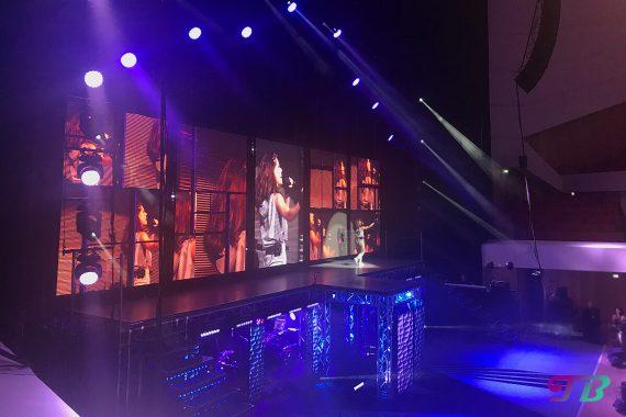 Vanessa Mai Regenbogen Live Tour Dresden Outfit grau