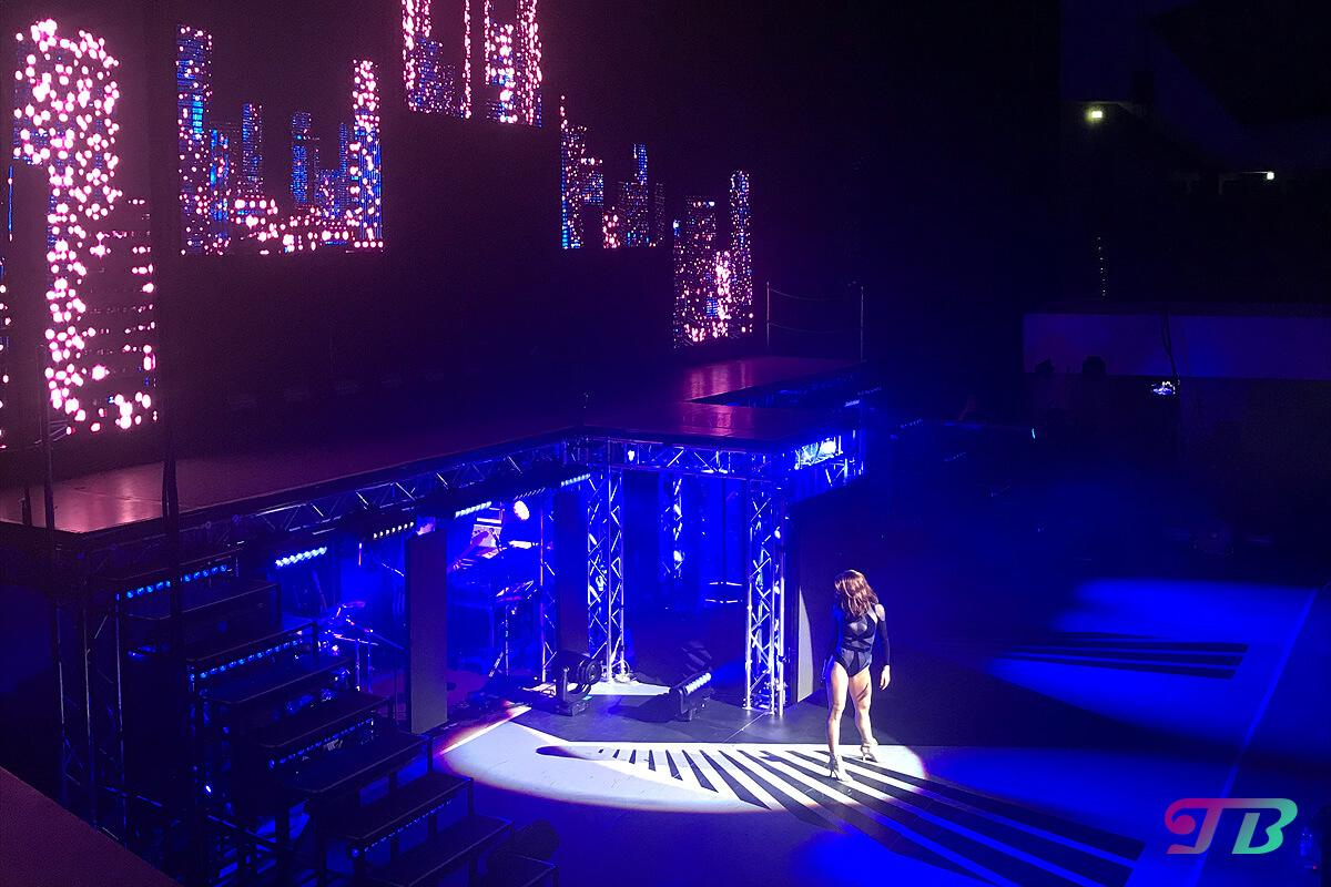 Vanessa Mai Regenbogen Live Tour Dresden Outfit blau Body