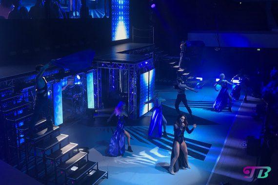 Vanessa Mai Regenbogen Live Tour Dresden Outfit blau Kleid