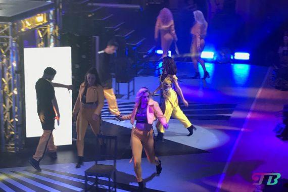 Vanessa Mai Regenbogen Live Tour Dresden Outfit gelb Stuhltanz