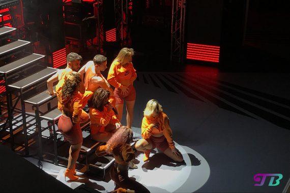 Vanessa Mai Regenbogen Live Tour Dresden Outfit orange Tänzer