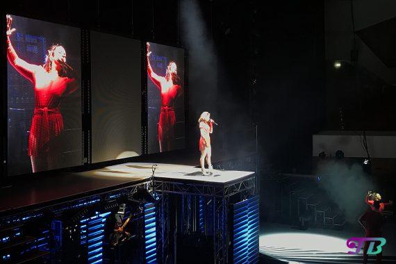 Vanessa Mai Regenbogen Live Tour Dresden Outfit rot Let's dance