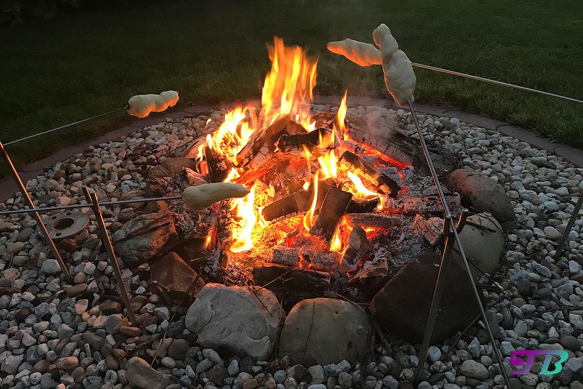 Lagerfeuer Feuerstelle Knüppelteig Stockbrot Marschmallow