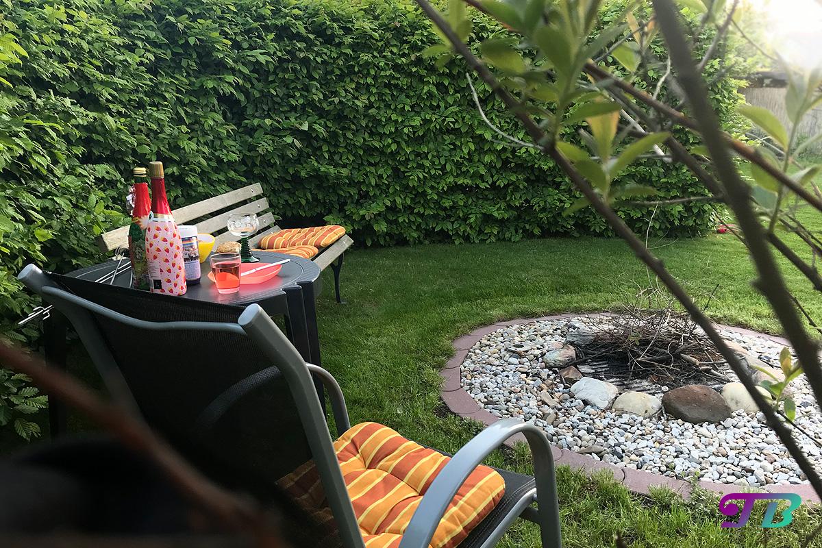 Lagerfeuer Vorbereitungen Sitze Stühle Getränke