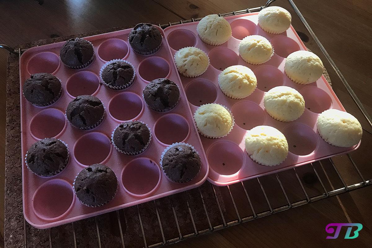 Mini-Muffins fertig hell dunkel