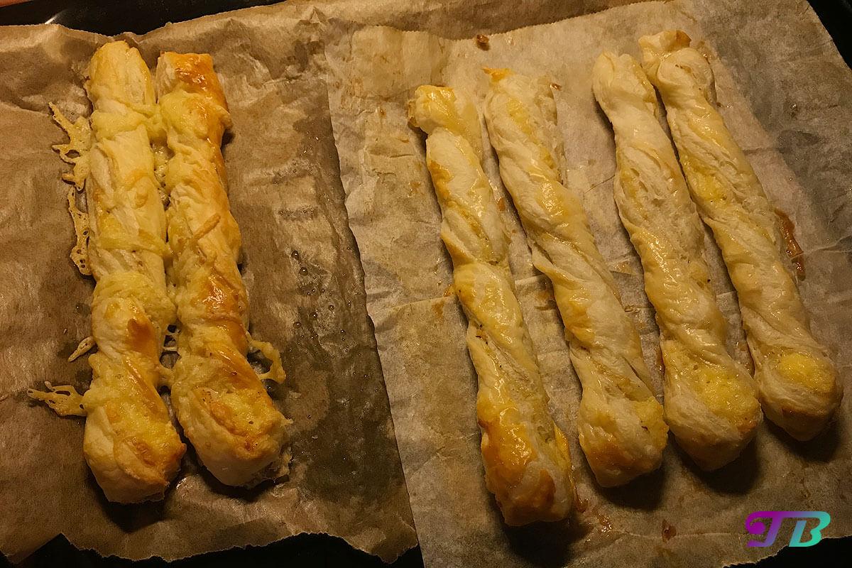 Käsestangen Blätterteig fertig