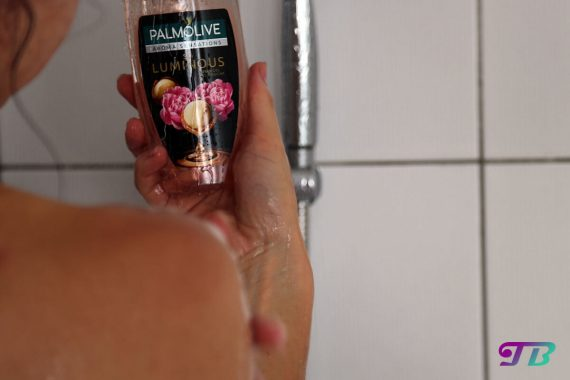 Palmolive Aroms Sensations Oils So Luminous einschäumen
