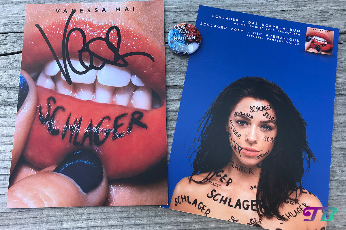 Vanessa Mai Autogrammstunde Autogrammkarte Button MAITEAM