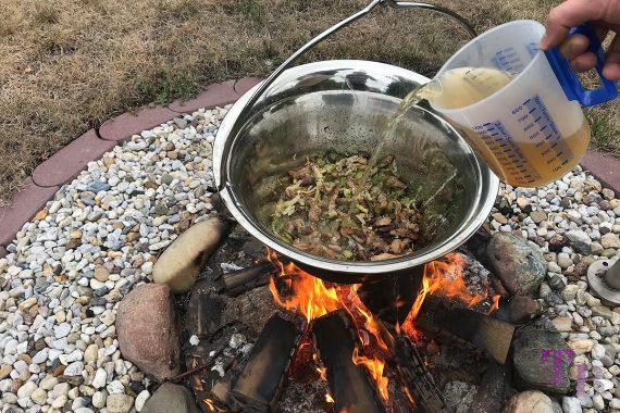 Soljanka Kessel Feuerstelle Gemüsebrühe