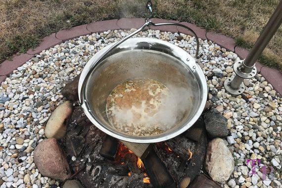 Soljanka Kessel Feuerstelle kochen