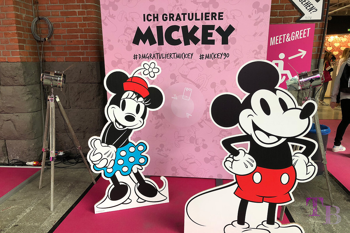 GLOW by dm Station Berlin 2018 Minnie & Micky Mouse Disney