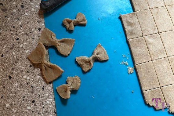 Vegane Nudeln DIY Teig Schleifen formen