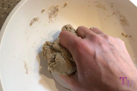 Vegane Nudeln DIY Teig kneten