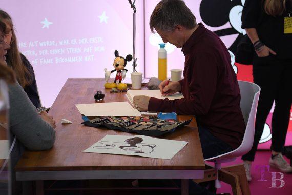 GLOW by dm Berlin 2018 Disney Minnie Mickey Mouse Zeichner