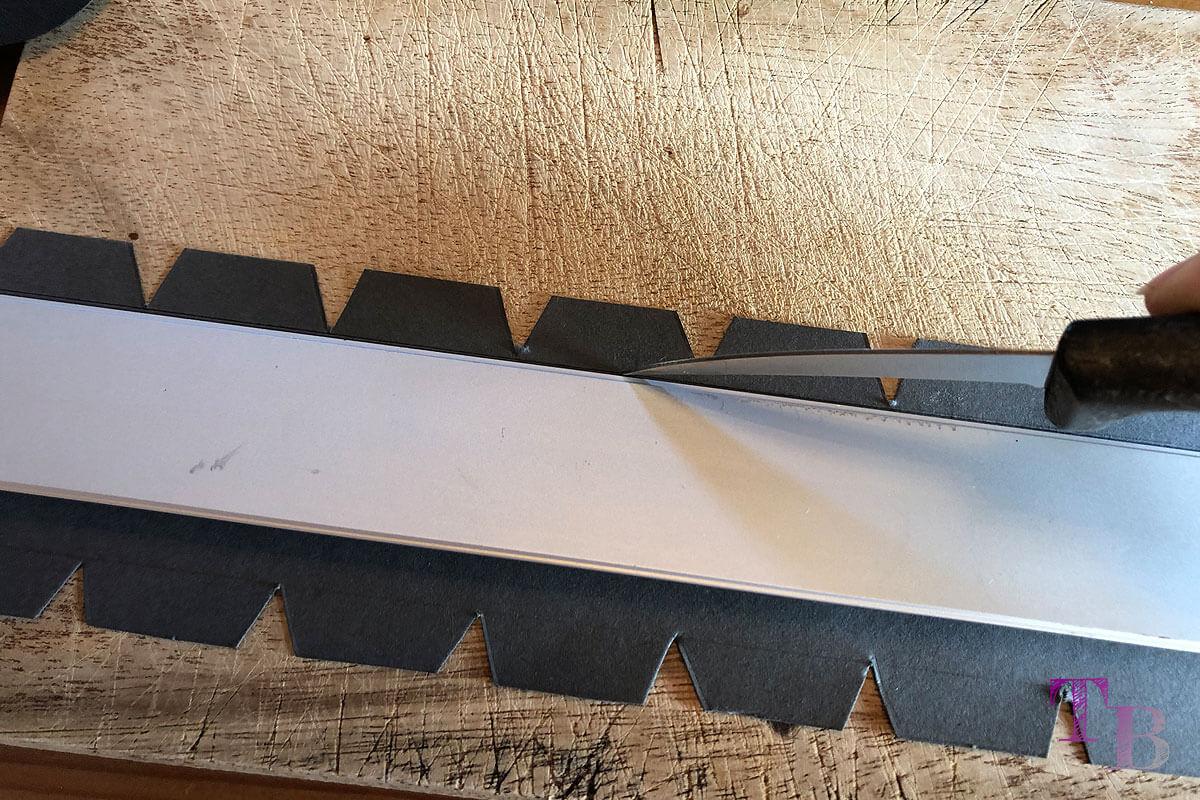 Micky Maus Lampion DIY Abstand Streifen Boden Klebekante einritzen