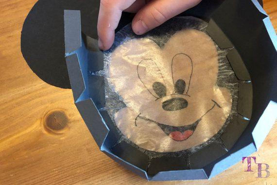 Micky Maus Lampion DIY Abstand Streifen Boden kleben