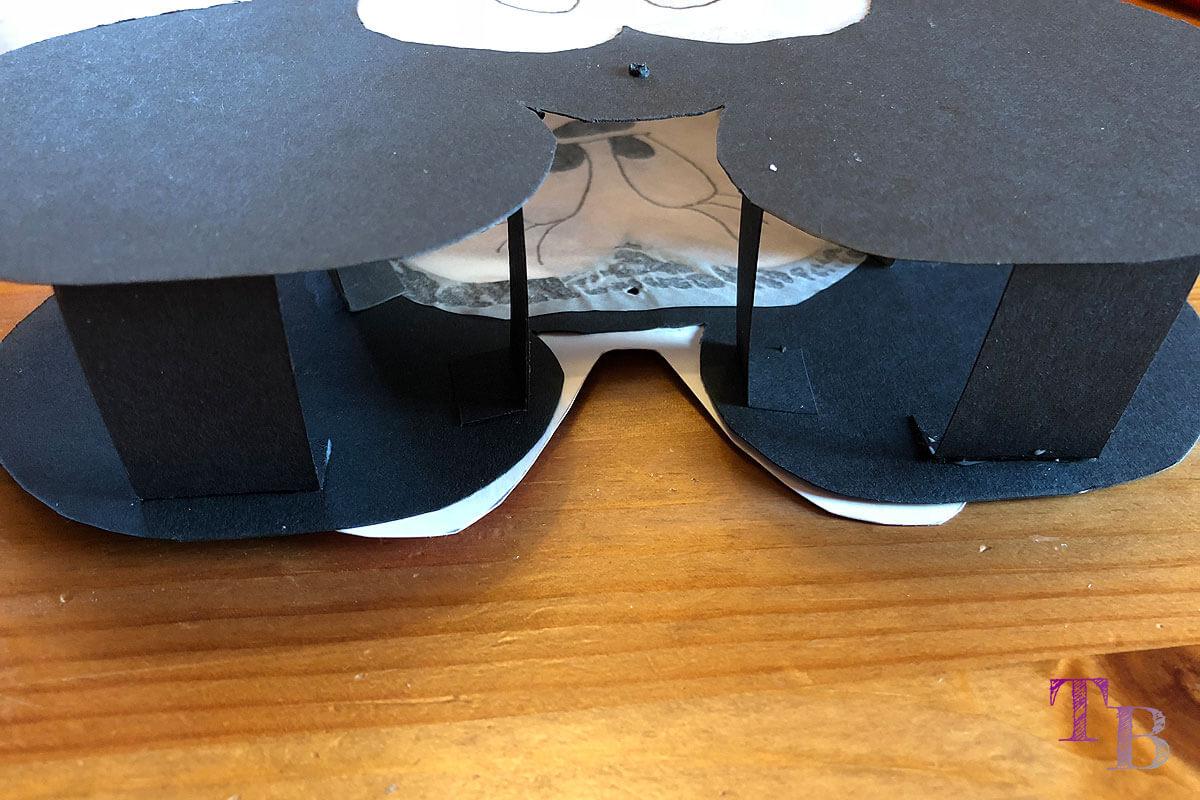 Micky Maus Lampion DIY Abstand Streifen oben kleben
