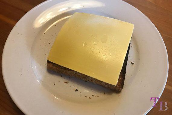 Toast überbacken Tomate Zucchini Basilikum Käse