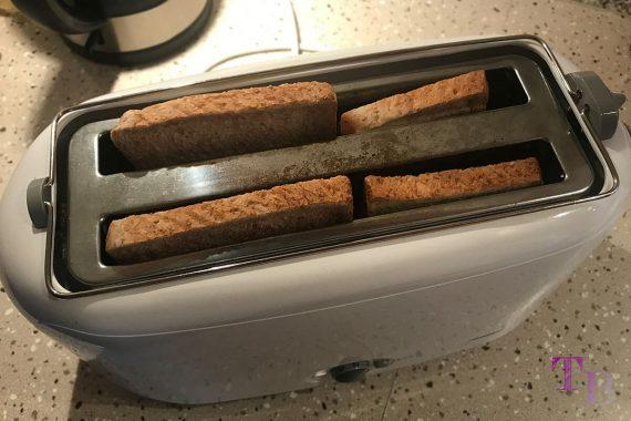 Toast überbacken Vollkorntoast Toaster