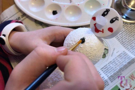 DIY Schneemann Styropor Kugel Punkte malen