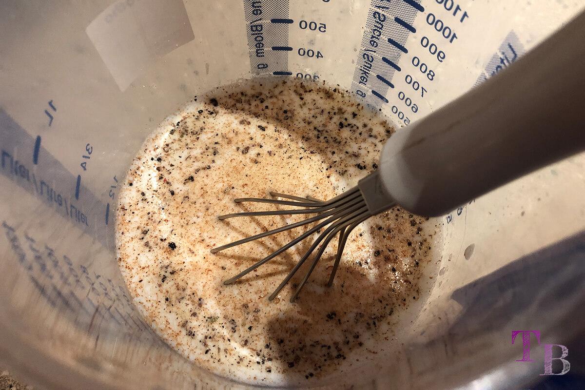 Rosenkohl-Auflauf Kartoffeln Sauce rühren