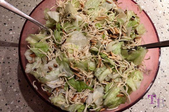 China Nudeln Eisbergsalat Salat fertig