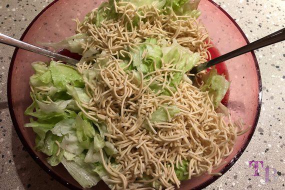 China Nudeln Eisbergsalat Salat untermischen