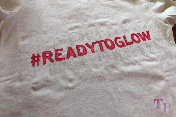 DIY #READYTOGLOW Shirt Glitzer fertig GLOW by dm Stuttgart