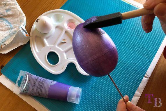 Styropor Ei DIY Ostergeschenk Acrylfarbe 2. Schicht