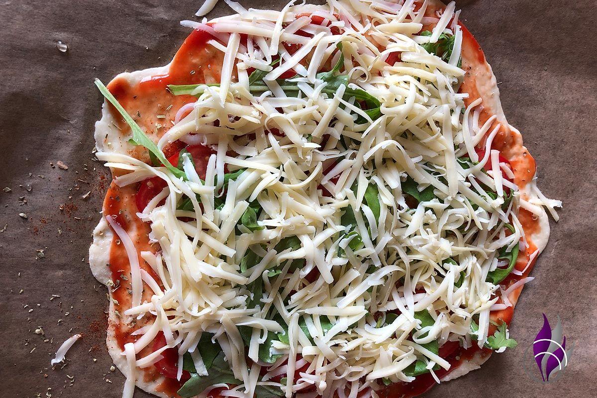 Pizza DIY Margherita belegt