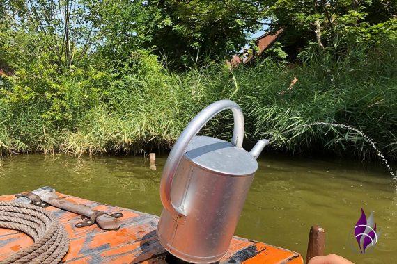 Tripsdrill 90 Jahre Seefahrt Boot Wasser spritzen