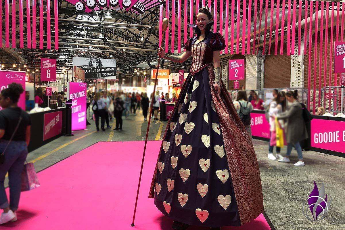 GLOW Convention Berlin 2019 Stelzenfigur Prinzessin